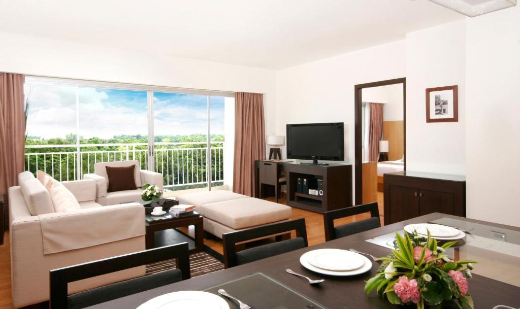 A seating area at Kantary Hotel Kabinburi