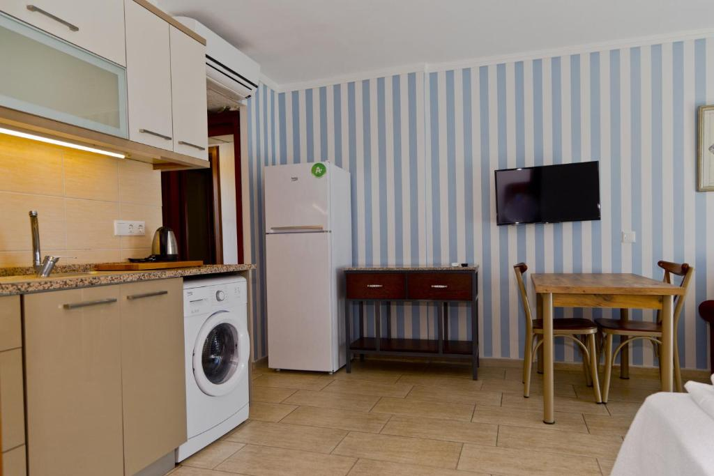 A kitchen or kitchenette at Bodrum Sofabed Hotel
