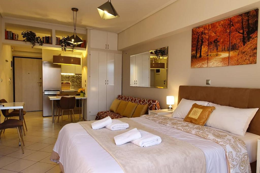 A bed or beds in a room at Cozy Luxury Apartment in the Heart of Athens 8-1