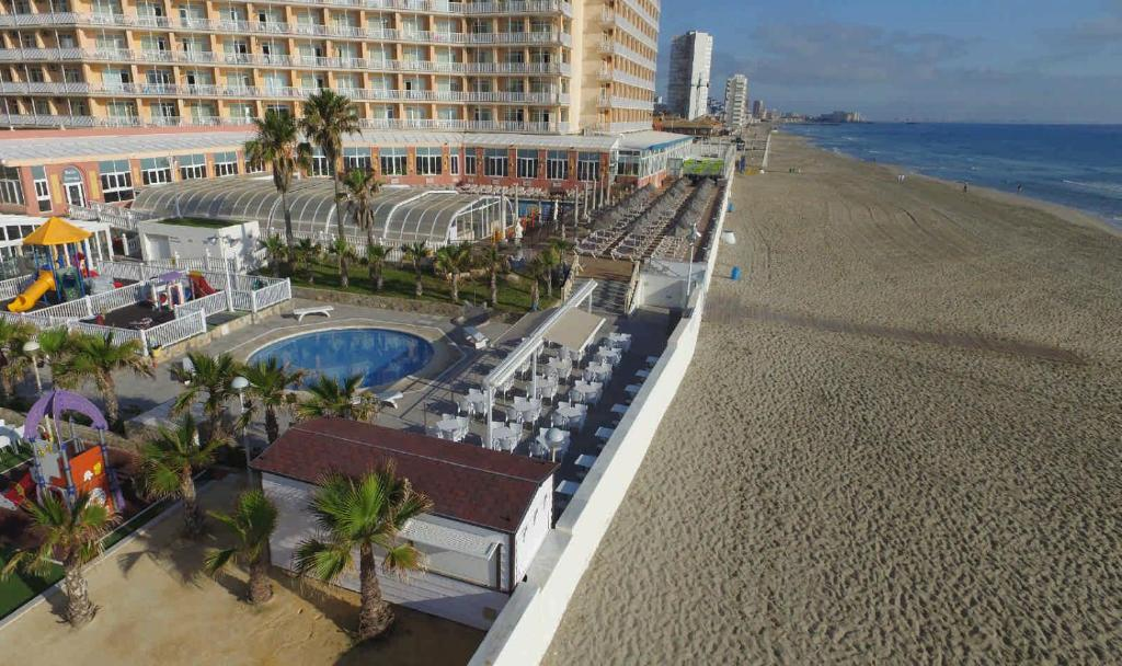 Vista de la piscina de Hotel & Spa Entremares o alrededores