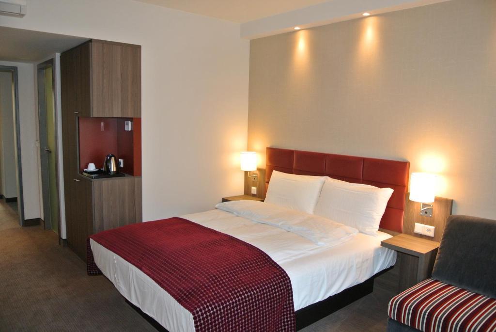 Ein Bett oder Betten in einem Zimmer der Unterkunft Land-gut-Hotel zur Krone