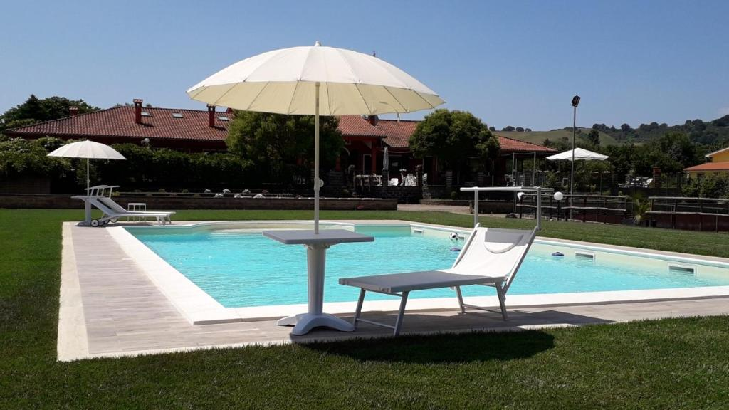 The swimming pool at or near Country House Vacanze Romane
