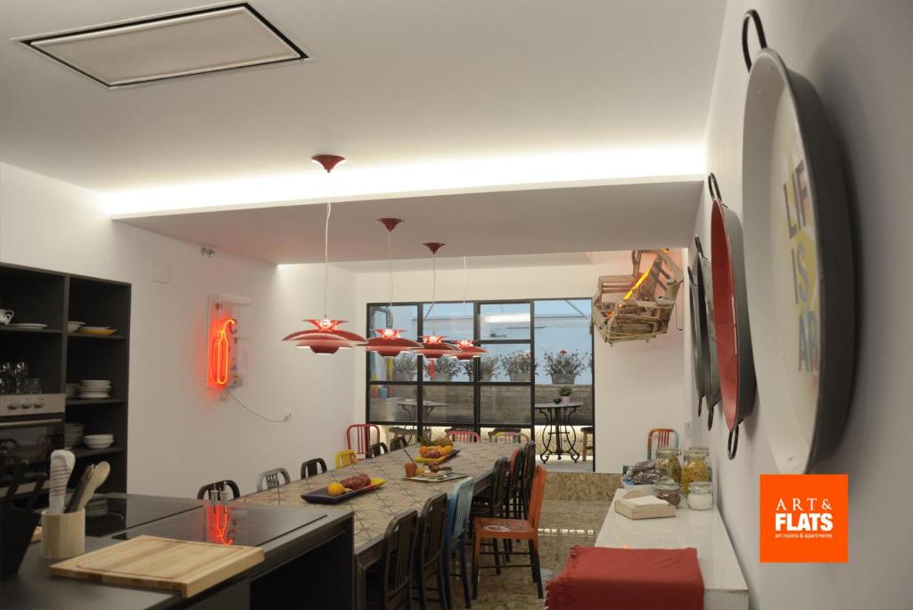 Un restaurante o sitio para comer en Art&Flats Bed&Breakfast