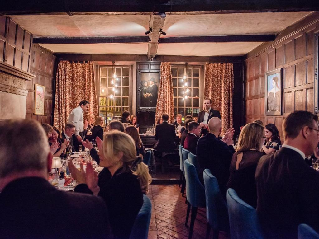 A restaurant or other place to eat at Drapers Hall Restaurant & Boutique Rooms