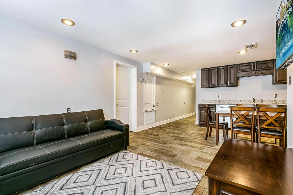 A seating area at Lovely 2BR next to City Park by Hosteeva