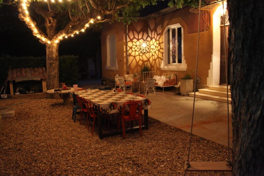 Villa jolie maison année 30, Verquières, France - Booking.com