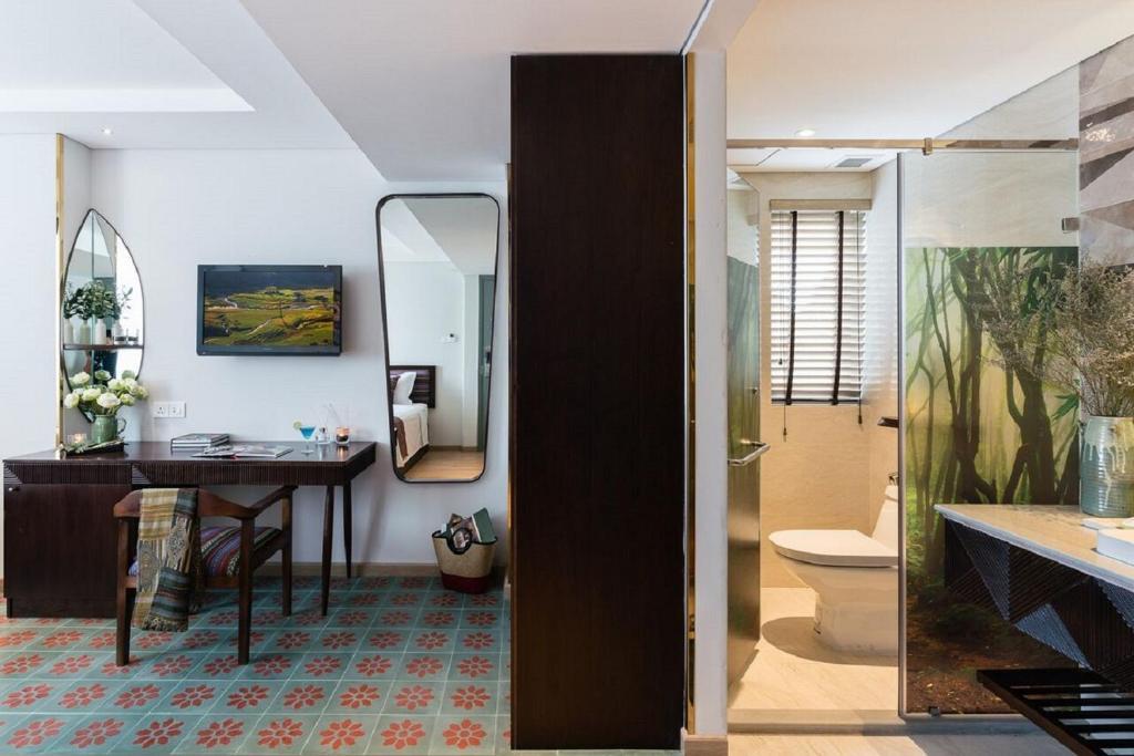 Phòng Executive có 2 giường đơn nhìn ra quang cảnh thành phố