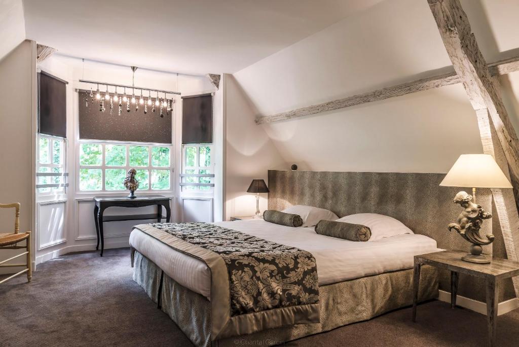 Un ou plusieurs lits dans un hébergement de l'établissement Najeti Hôtel Château Cléry