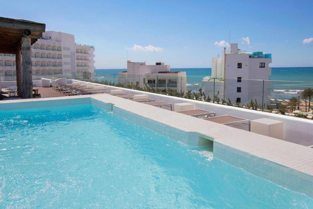 Het zwembad bij of vlak bij HM Balanguera Beach - Adults Only