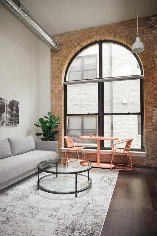 Wondrous Apartment Caper Bloom Chicago Il Booking Com Gmtry Best Dining Table And Chair Ideas Images Gmtryco