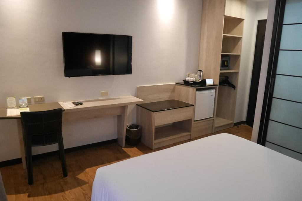 A television and/or entertainment center at Circle Inn Hotel and Suites Bacolod