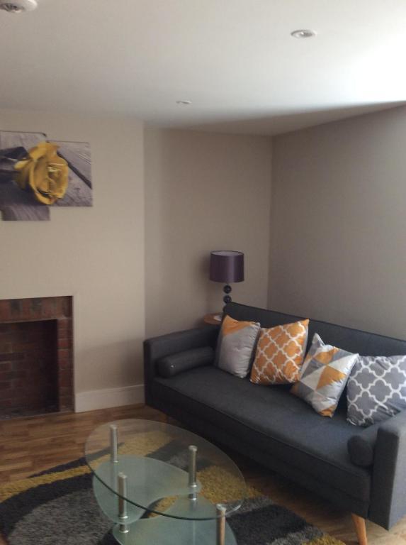 Remarkable Regent Apartment Eastbourne Uk Booking Com Inzonedesignstudio Interior Chair Design Inzonedesignstudiocom