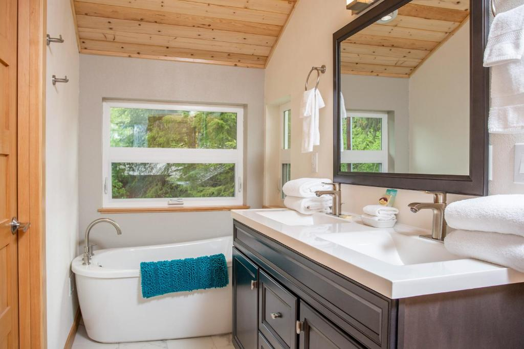 A bathroom at Alyeska View