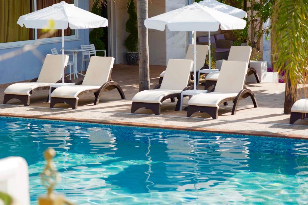 Basen w obiekcie Paradice Hotel Luxury Suites lub w pobliżu