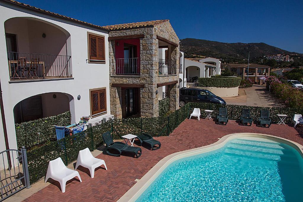 The swimming pool at or near GF Apartments La Vigna
