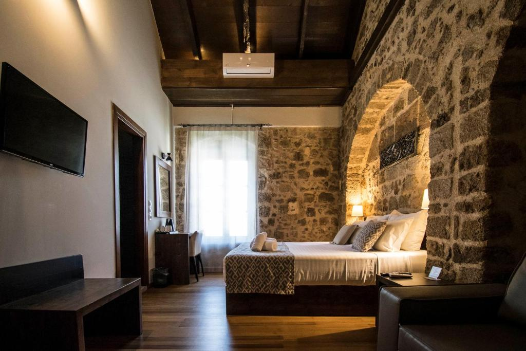 A bed or beds in a room at D'Argento Boutique Rooms