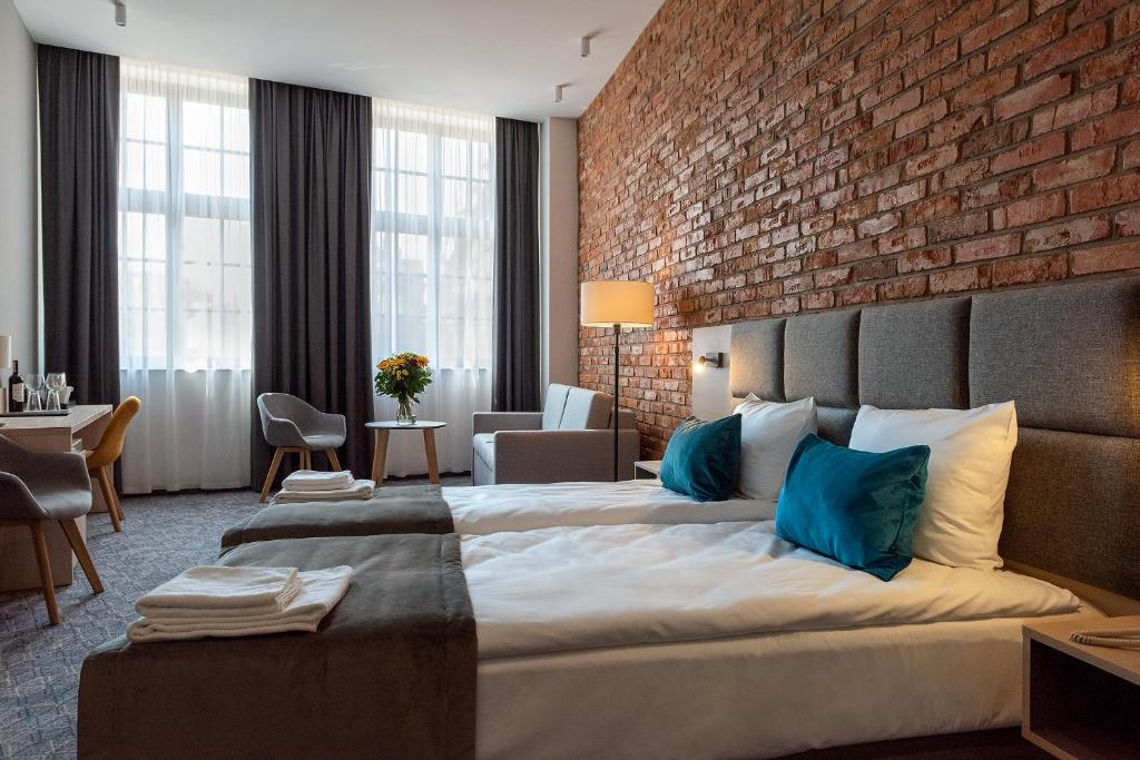 A bed or beds in a room at Korona Hotel Wroclaw Market Square
