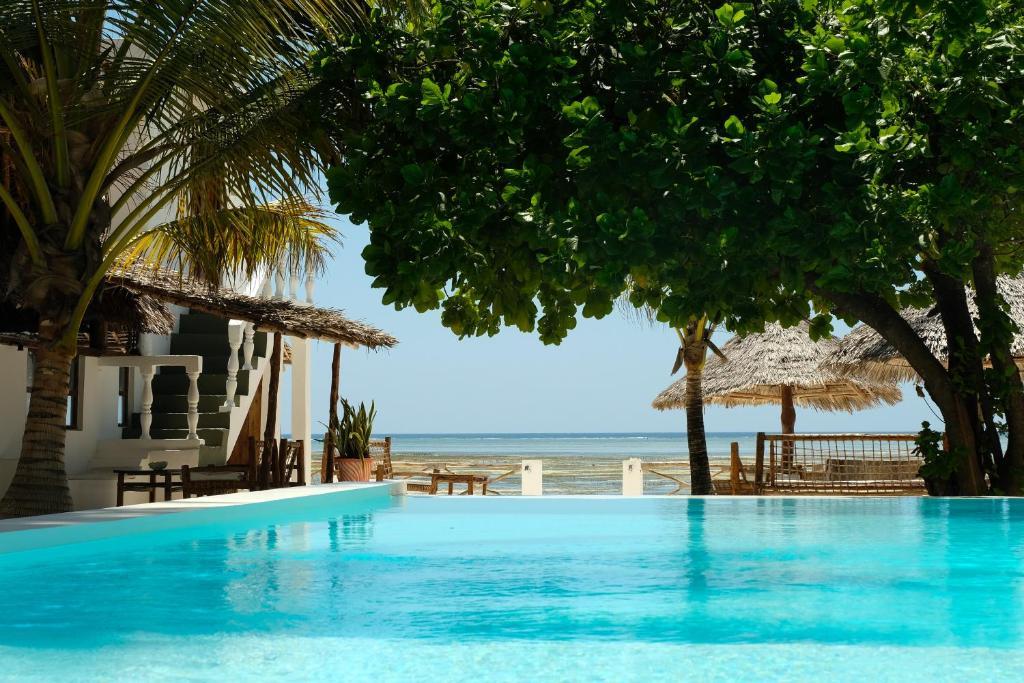 Makuti Beach Bungalows Bwejuu