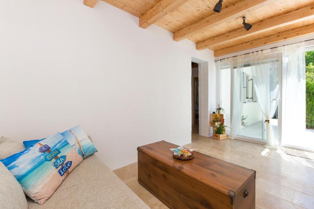 Ferienhof Small Old House Kroatien Nedescina Booking Com