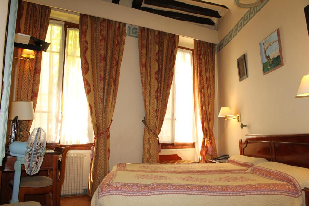 Un ou plusieurs lits dans un hébergement de l'établissement Hôtel les Degrés de Notre Dame