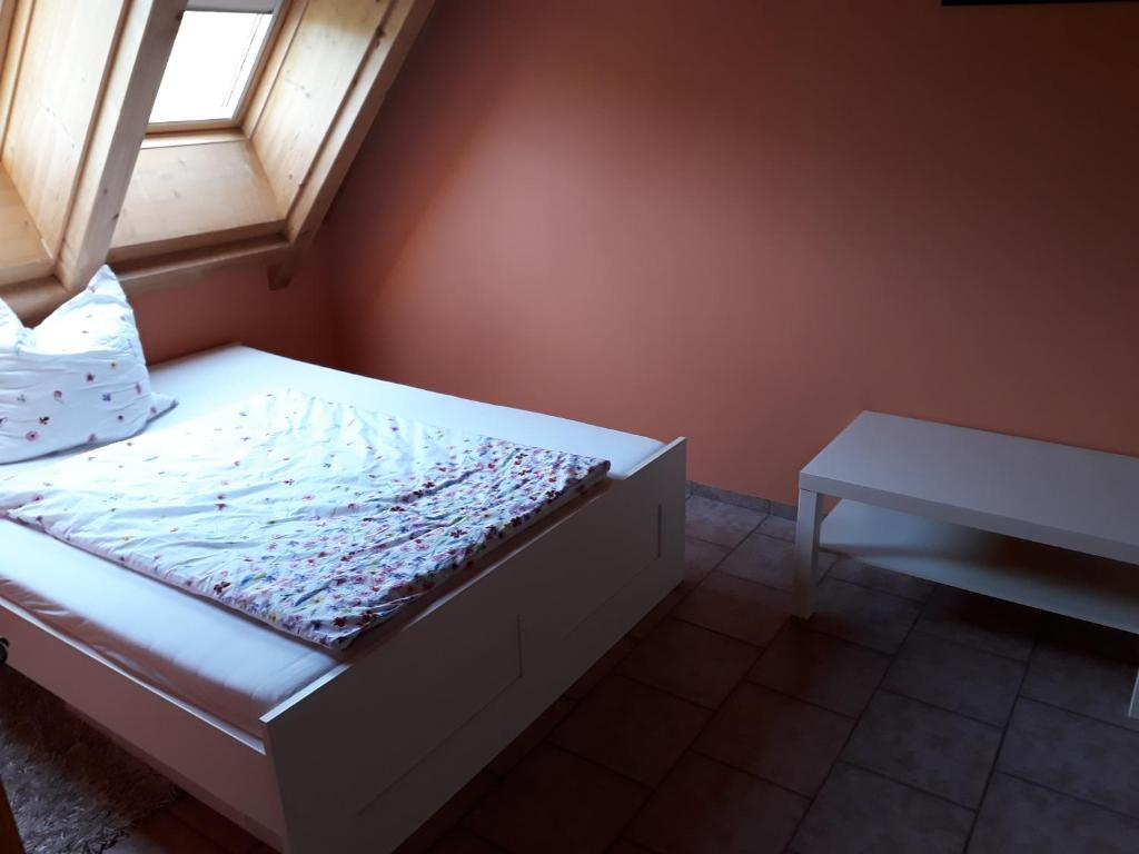 A bed or beds in a room at Gästezimmer in traumhafter Lage