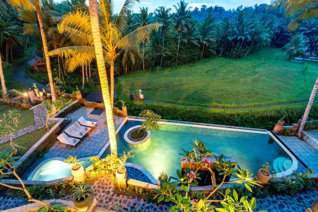 A view of the pool at Umasari Rice Terrace Villa or nearby