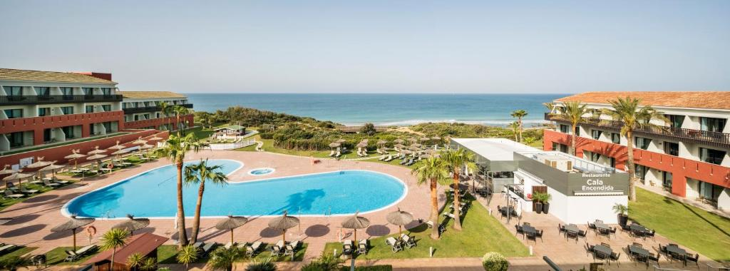 A view of the pool at Ilunion Calas de Conil or nearby