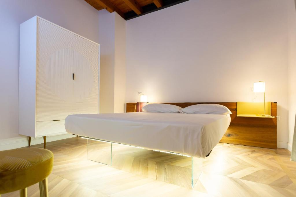 A bed or beds in a room at Locanda di Brera