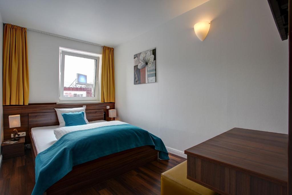 Ein Bett oder Betten in einem Zimmer der Unterkunft North Hotel