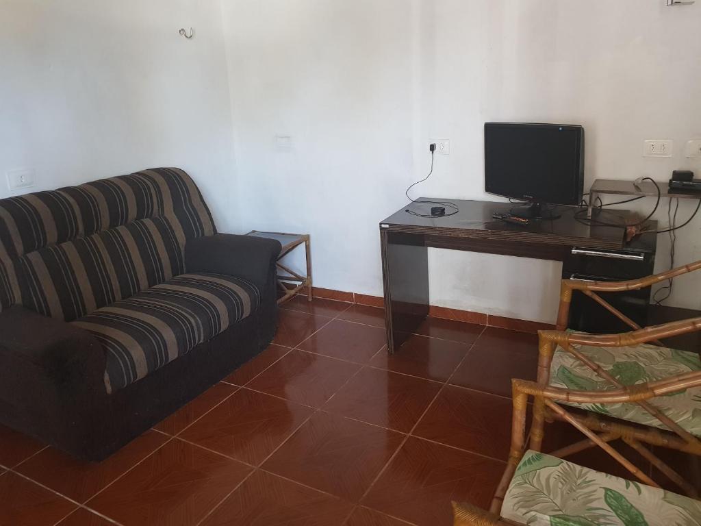 A television and/or entertainment center at Apartamentos em Peroba