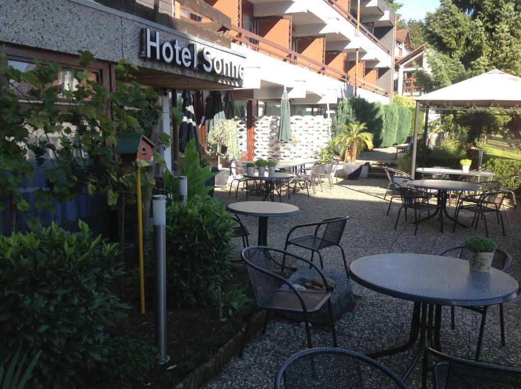 Ein Restaurant oder anderes Speiselokal in der Unterkunft Hotel-Restaurant Sonne