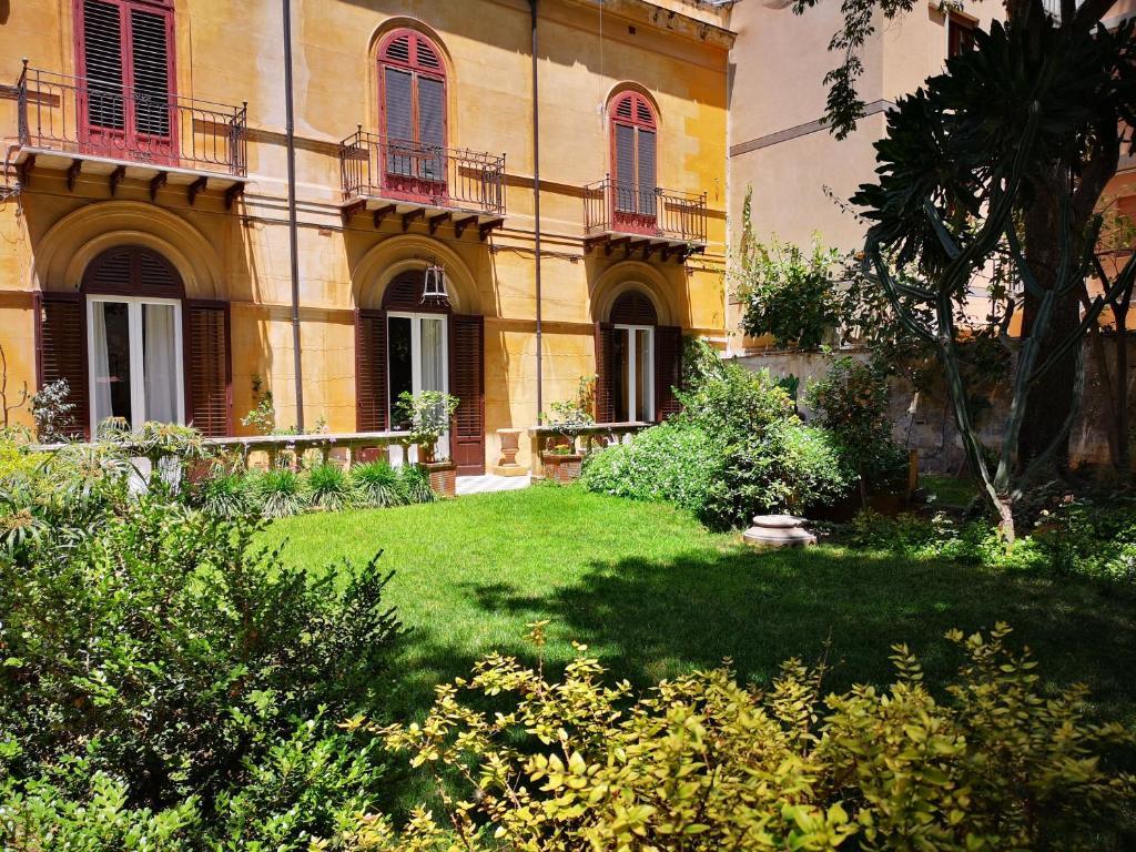 Garden Suite in private villa on Via Libertà (Italien ...