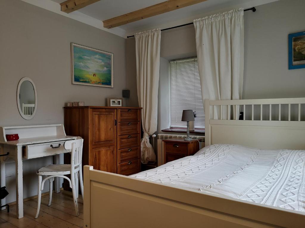 """Łóżko lub łóżka w pokoju w obiekcie Ranczo w Dolinie Karpia - blisko """"Energylandii Zator"""""""