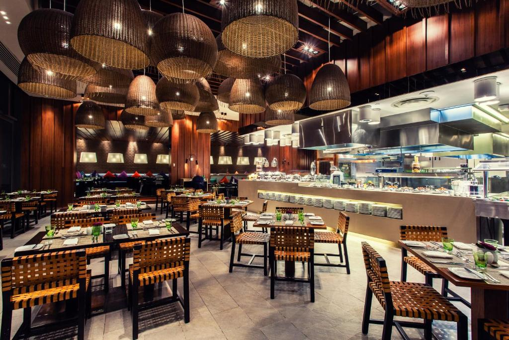 A restaurant or other place to eat at Crowne Plaza Yas Island
