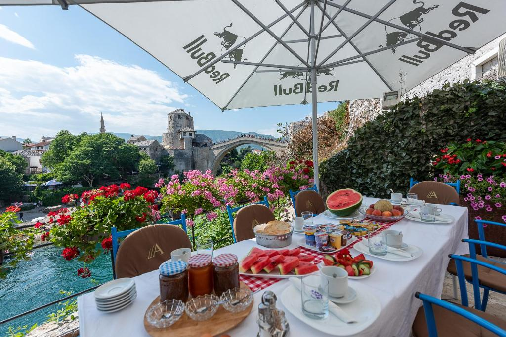 A restaurant or other place to eat at Guest House Mostar Terrace