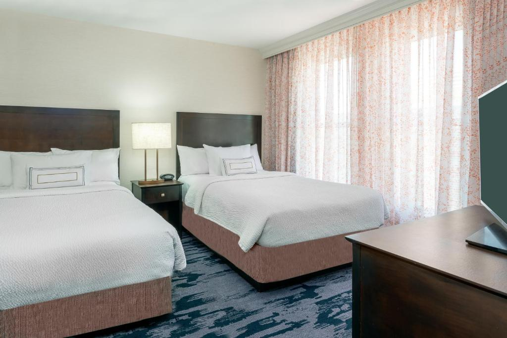 A bed or beds in a room at Fairfield Inn & Suites by Marriott Atlanta Downtown