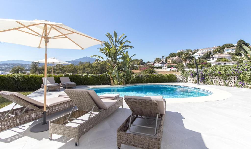 VILLA ALVA MARBELLA POOL JACUZZI CINEMA LUXURY (Spanje ...