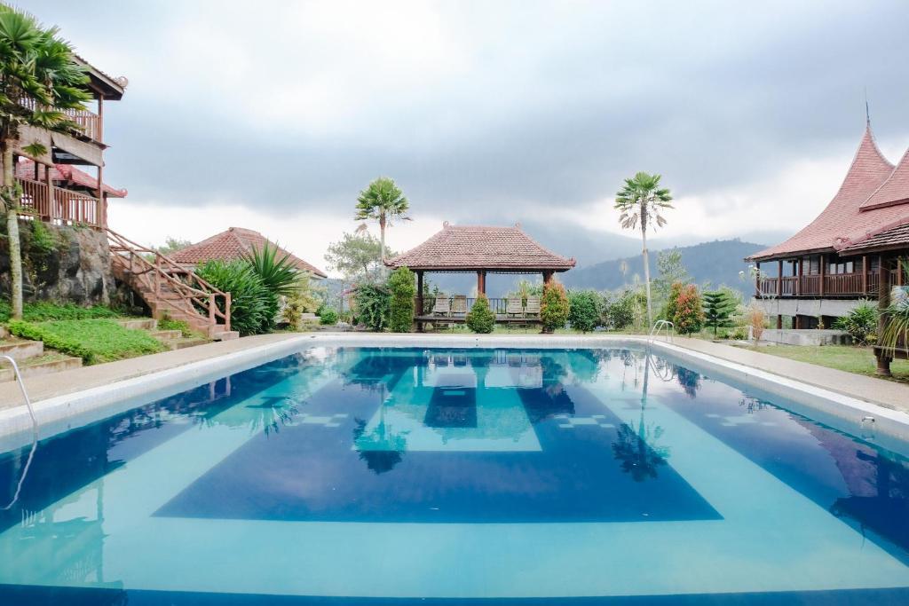 Kolam renang di atau di dekat Capital O 893 Grand Pujon View Hotel & Resort