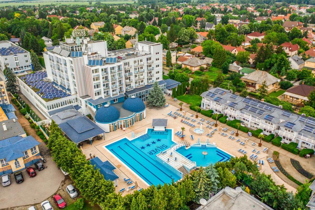 A bird's-eye view of Hotel Silver