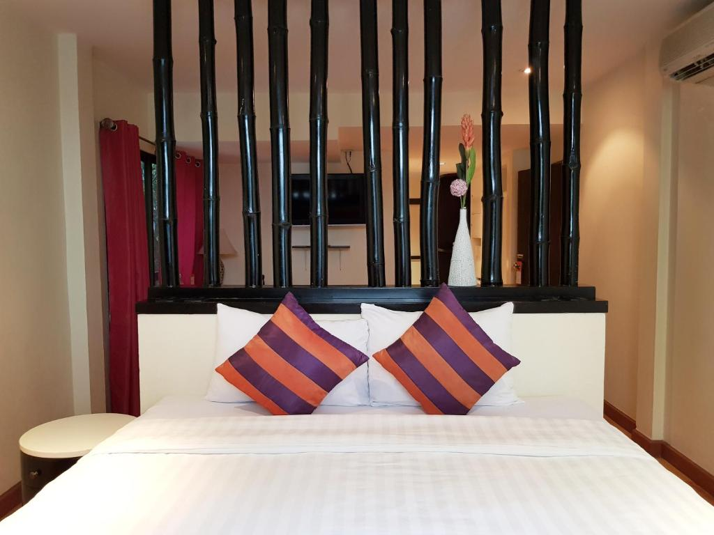 A bed or beds in a room at Studio Sukhumvit 18 by iCheck inn