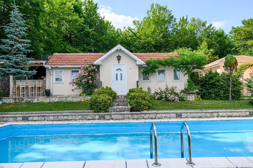Luxury Green Oasis Villa with Pool! (Bosnien-Herzegovina ...