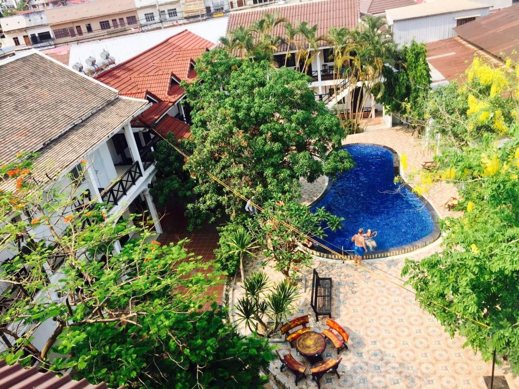 A view of the pool at Vientiane Garden Villa Hotel or nearby