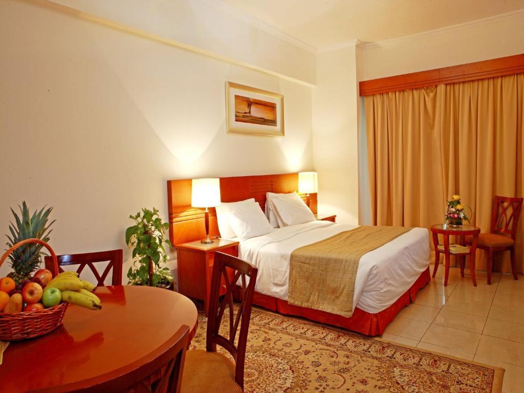 Ein Bett oder Betten in einem Zimmer der Unterkunft Rose Garden Hotel Apartments - Bur Dubai
