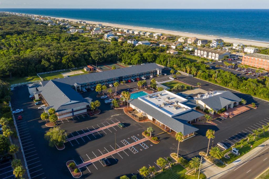 A bird's-eye view of Ocean Coast Hotel at the Beach
