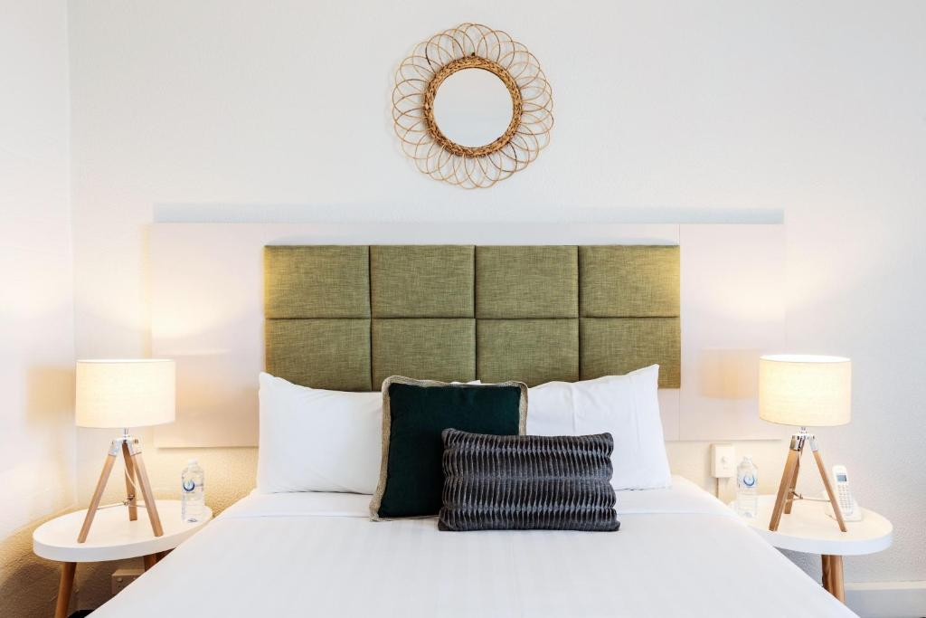 A bed or beds in a room at Greenmount Hotel