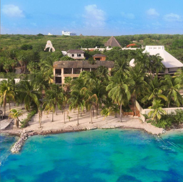 Vue panoramique sur l'établissement Nomads Hotel Hostel & Beachclub