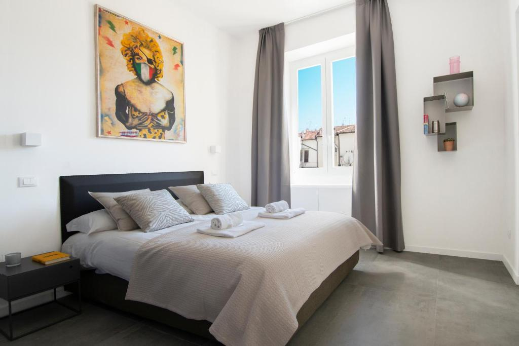A bed or beds in a room at Ambio Suite Luxury Trastevere