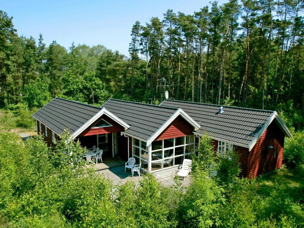 Four-Bedroom Holiday home in Aakirkeby 4