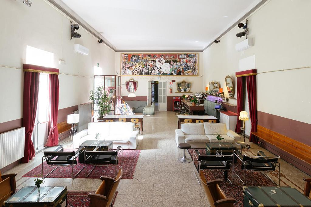 The lobby or reception area at Ostello Tasso
