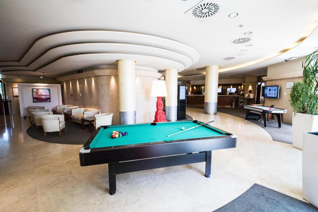 A pool table at Novotel Roma Est